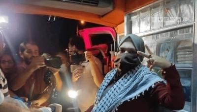 مشاهد مؤثرة بعد الإفراج عن الأسيرة الفلسطينية الحامل في شهرها التاسع (فيديو)