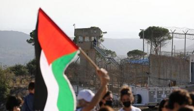"""الأسرى الفلسطينيون يحرقون غرفاً في سجن """"ريمون"""" رفضاً للقمع واستعدادات لمسيرات بالضفة"""