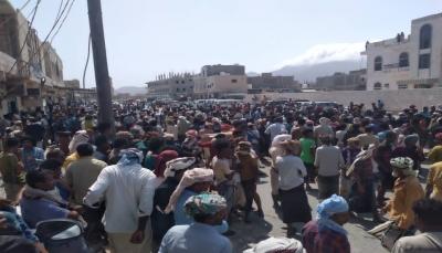 """""""ارحل يا انتقالي"""".. مظاهرة غاضبة في """"حديبو"""" ضد سلطة الأمر الواقع في سقطرى"""