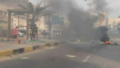 عدن.. توسع رقعة الاحتجاجات ومليشيا الانتقالي تنفذ حملة اعتقالات في صفوف المحتجين
