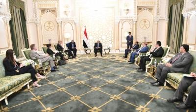 الرئيس هادي: المرجعيات الثلاث هي الأساس لتحقيق سلام عادل وشامل