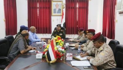 وزير الداخلية يوجه بحماية مؤسسات ومنشآت الدولة في وادي حضرموت