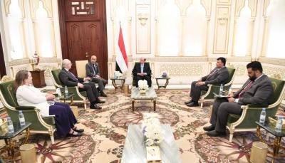 """""""هادي"""" يشدد على أهمية الضغوط الدولية على ميليشيات الحوثي لوقف التصعيد"""