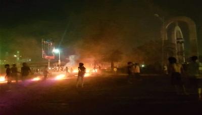 عدن.. قتلى وجرحى واعتقالات في صفوف المحتجين وسط فوضى أمنية في المدينة