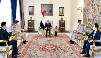 الرئيس المصري يستقبل وزير الدفاع اليمني