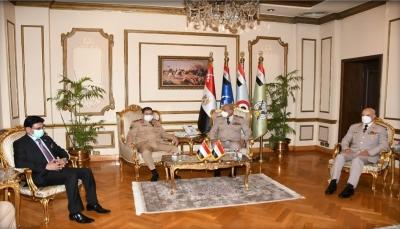 """مباحثات """"يمنية-مصرية"""" حول التعاون العسكري والتنسيق لمواجهة التحركات الإيرانية"""