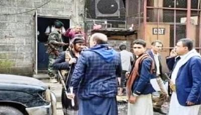 إب.. قيادي حوثي يقتحم محطة كهرباء خاصة ويختطف موظفيها بعد الاعتداء عليهم