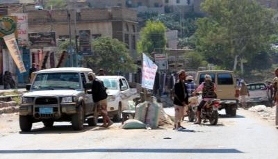 """""""رعب التنقل في اليمن"""".. هواتف المسافرين تقودهم إلى الاعتقال والتعذيب في النقاط الأمنية"""