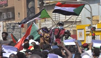 """السودان.. """"صراع معقد"""" على السلطة ومواجهة ساخنة في الشارع"""