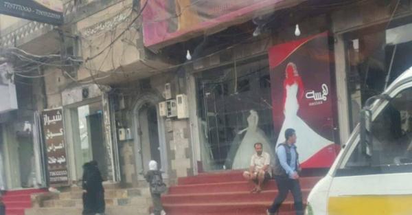 f11c837d9e52e وبحسب مراقبين، فإن هذا القرار الحوثي، يؤكد أن الجماعة تمشي على خطى الجماعات  الإرهابية، كالقاعدة وداعش، في محاربتها للفن، وكذا إغلاق المحلات العامة، في  ...