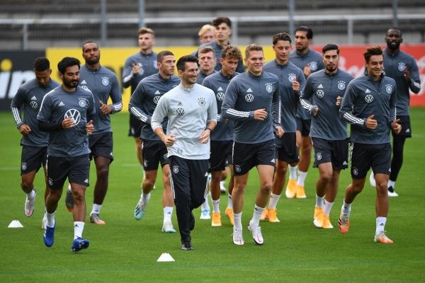 ألمانيا تواجه أوكرانيا بحثاً عن فوزه الأول وإسبانيا تستقبل سويسرا في دوري الأمم