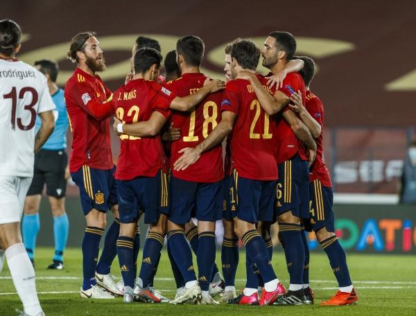 إسبانيا تنجو من فخ ضيفتها سويسرا وتحافظ على الصدارة
