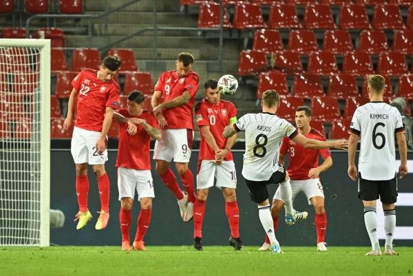 أوكرانيا تفاجئ إسبانيا وتلحق بها الهزيمة الأولى تعادل مثير بين ألمانيا وسويسرا