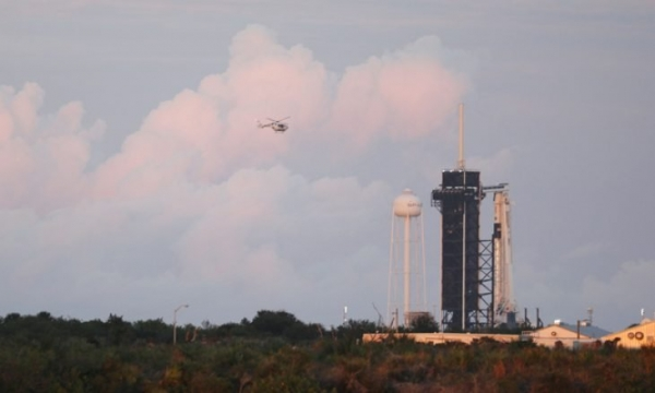 شاهد - العالم يراقب إطلاق أول مركبة فضائية للقطاع الخاص
