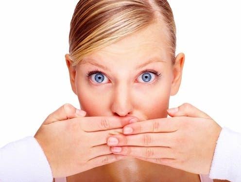 10 أسباب وراء رائحة الفم الكريهة