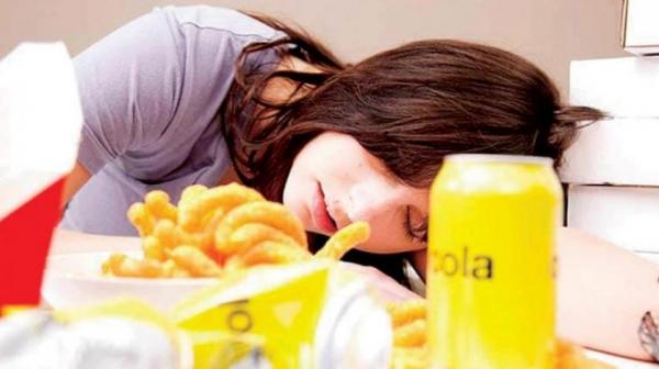 أربعة أشياء يُمنع فعلها بعد الأكل مباشرة للحفاظ على الصحة