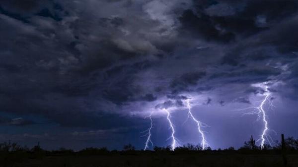 العلماء يكشفون سبب إصابة البرق لأماكن معينة