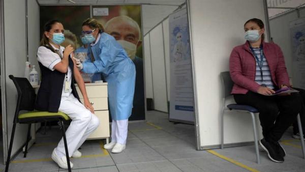 هل يمنع تلقي لقاح كورونا نقل العدوى للآخرين؟