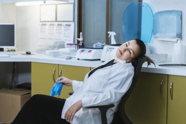 النوم والاستيقاظ في أوقات مختلفة يزيدان مخاطر الاكتئاب