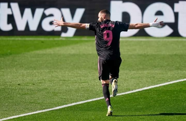 بنزيما يقود ريال مدريد للفوز على سلتا فيغو بثلاثية