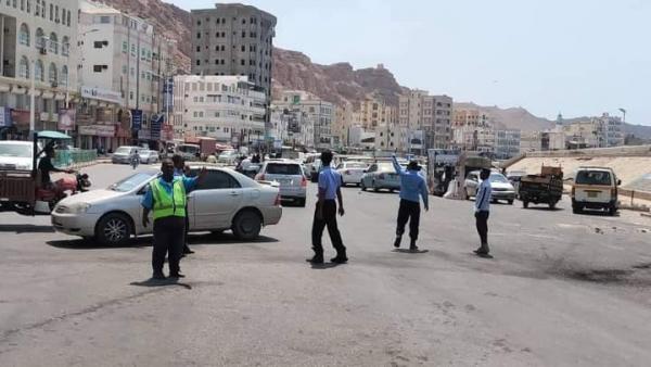 فرق الكشافة تساند شرطة السير في تنظيم الحركة المرورية بساحل حضرموت