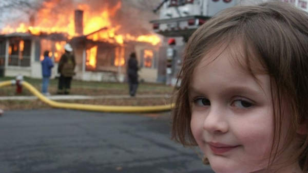 """""""فتاة الكوارث"""" تبيع صورتها الشهيرة مقابل نحو 500 ألف دولار"""