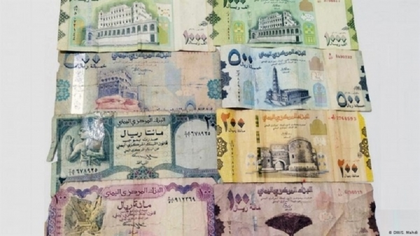 خبير اقتصادي: منع الحوثيين لتداول العملة الجديدة أخطر خطوة لتقسيم البلاد