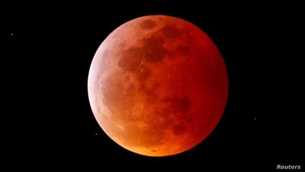 خسوف كلي وقمر دموي عملاق.. ظاهرة فلكية ستشاهدها مساء اليوم