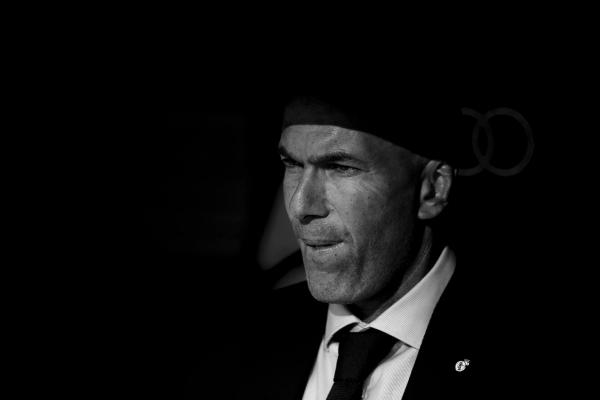 ريال مدريد يعلن رحيل مدربه الفرنسي زيدان
