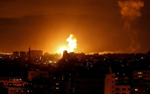 لأول مرة منذ وقف إطلاق النار.. الاحتلال الإسرائيلي يشنّ غارات جوية على قطاع غزة