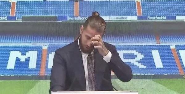 """بعد 16 عاماً.. """"راموس"""" يجهش بالبكاء خلال وداعه ريال مدريد"""
