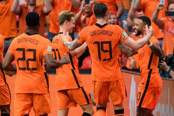 المنتخب الهولندي ثالث المتأهلين إلى ثمن نهائي اليورو