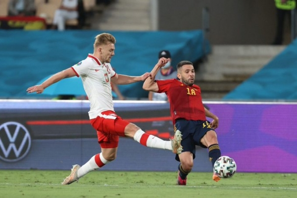 بولندا تفرض تعادلاً ثانياً على إسبانيا