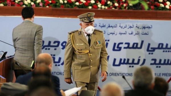 """قائد الجيش الجزائري يحذر الجنرال الليبي """"حفتر"""": الرد سيكون قاسياً وحاسماً"""