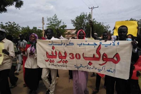 السودان.. احتجاجات في عدة ولايات وتوقيف 200 من أنصار البشير