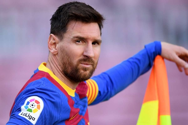 ميسي ليس لاعبا في برشلونة ولابورتا يبرر عدم توقيعه عقد جديد