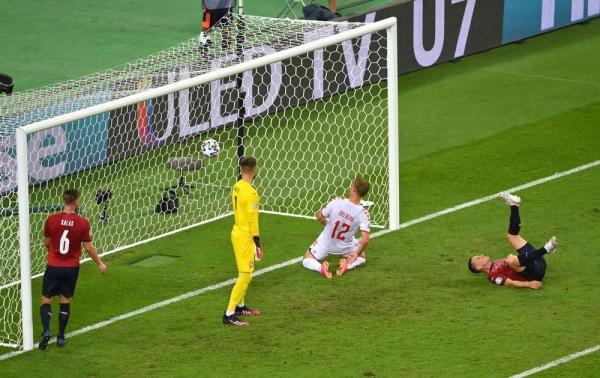 يورو 2020: الدنمارك تتخّطى عقبة جمهورية التشيك وتبلغ نصف النهائي