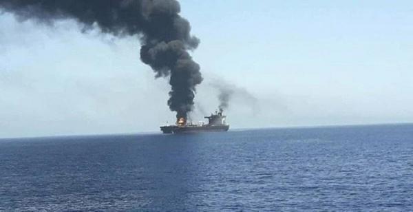 نيران تشتعل بسفينة شحن إسرائيلية إثر تعرضها لهجوم مجهول أثناء توجهها إلى الإمارات