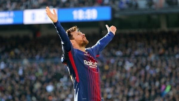 ميسي يطالب برشلونة بضمانات لتجديد عقده