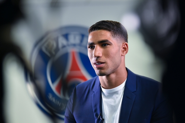 باريس سان جيرمان يضمّ المغربي أشرف حكيمي إلى صفوفه