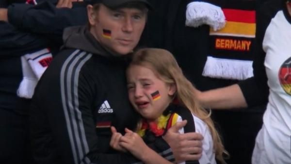 لتعرضها للتنمر.. - بريطاني يجمع تبرعات لطفلة ألمانية بكت بعد خسارة منتخب بلادها أمام انجلترا