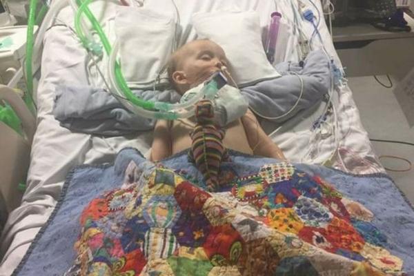 أجري لطفلة 28 عملية لإنقاذ حياته.. أب يطلق تحذيراً من بطاريات صغيرة