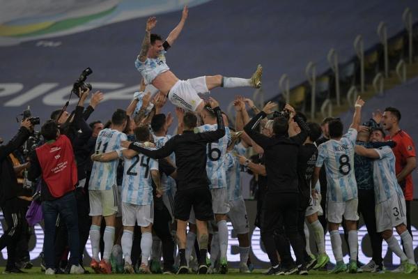 بعد انتظار طويل.. الأرجنتين تتوج ببطولة كوبا أمريكا بقيادة ميسي