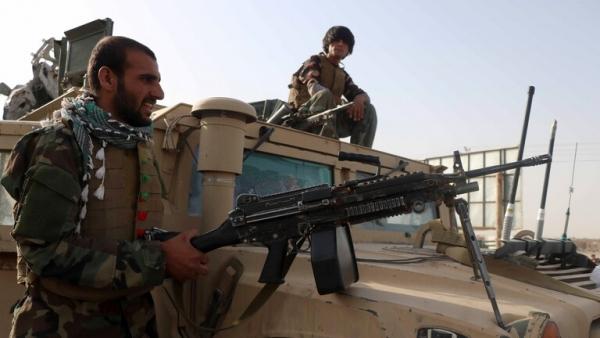 أفغانستان.. طالبان تتقدم بسرعة والدبلوماسيون يغادرون وتشغيل نظام جوي لحماية مطار كابل