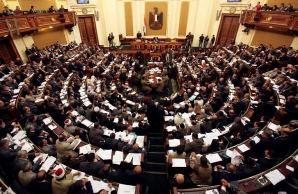 """وسط إنتقادات واسعة.. - البرلمان المصري يُقر رسمياً تشريعاً يسمح بفصل """"موظفي الإخوان"""" من مؤسسات الدولة"""
