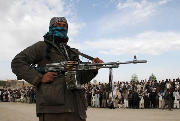حذرت تركيا.. طالبان تطالب أهالي المدن بالاستسلام وتعدم 22 جندياً أفغانياً بعد استسلامهم