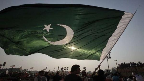 ضربوها وجردوها من ملابسها.. مئات الرجال يعتدون بوحشية على فتاة باكستانية