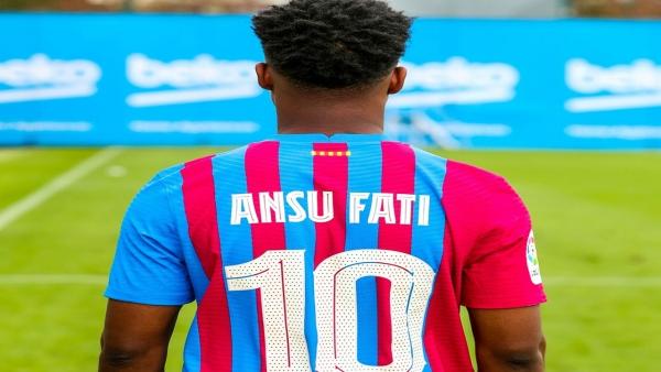 """برشلونة يمنح قميص ميسي رقم 10 لنجمه الشاب """"فاتي"""""""