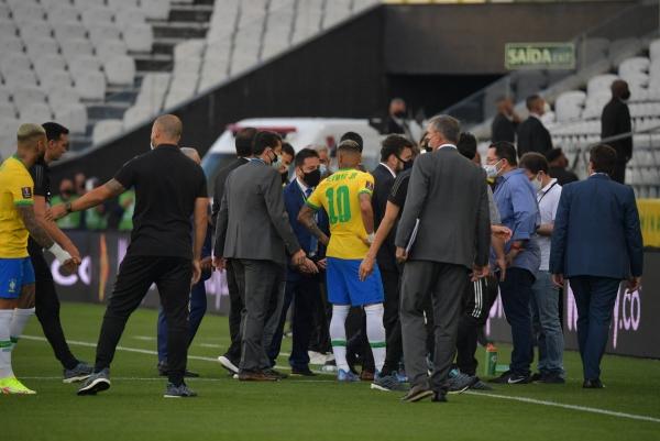 اتحاد أميركا الجنوبية يعلن إيقاف مباراة البرازيل والأرجنتين