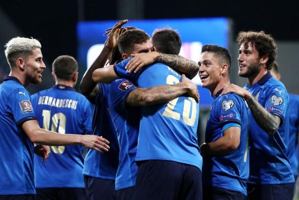 إيطاليا تكتسح ليتوانيا وتعادل مثير لإنجلترا امام بولندا وبلجيكا تقترب من النهائيات